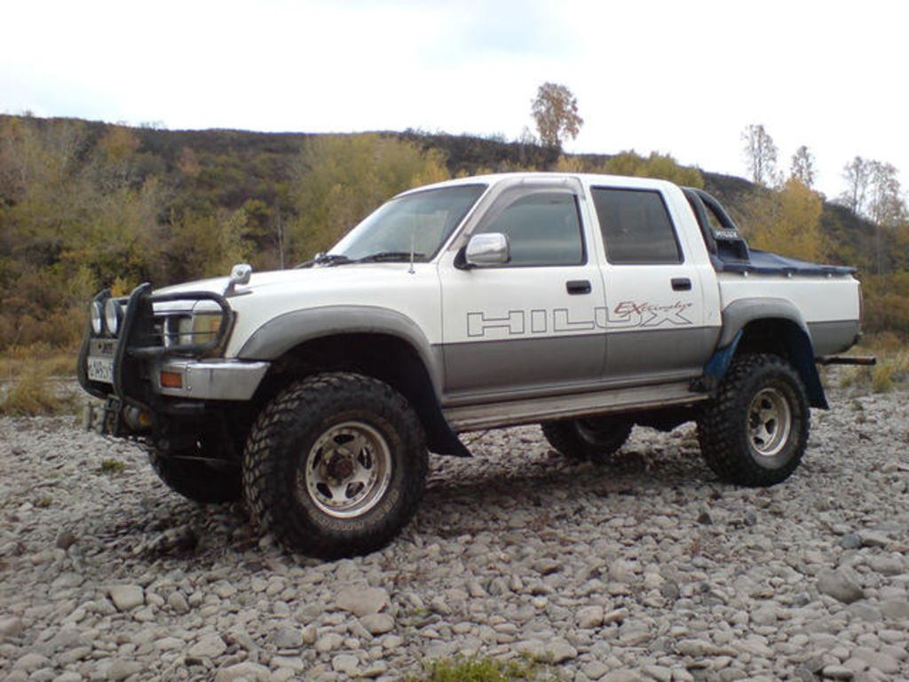 toyota_hilux_pick_up_3836568_orig